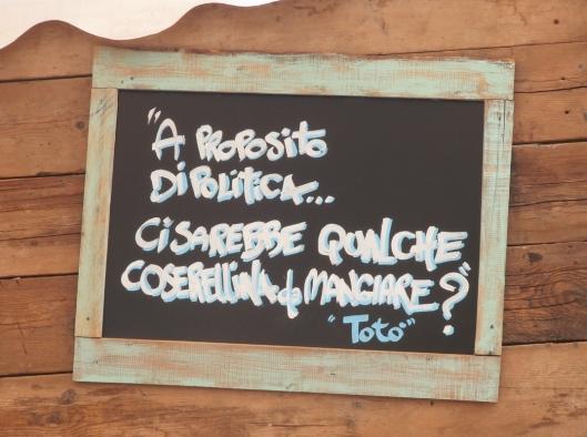 Un cartello pieno di saggezza, all'esterno di uno stand di birre artigianali presso il Mercato Metropolitano di Milano https://www.facebook.com/MERCATOMETROPOLITANO?fref=ts