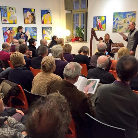 Cherasco, Enoteca Palazzo Mentone, 28 novembre 2015: istantanea dal vernissage della mostra Canti e Incanti (foto Evvivanoé Arte)
