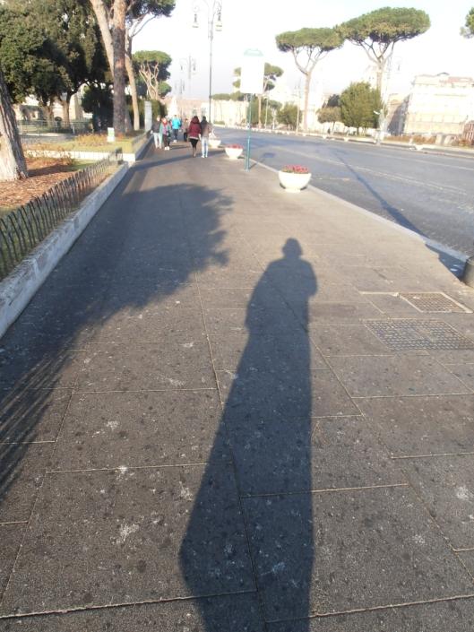 Roma, 20 dicembre 2015. Passeggiata mattutina in via dei Fori Imperiali, con il sole alle spalle.